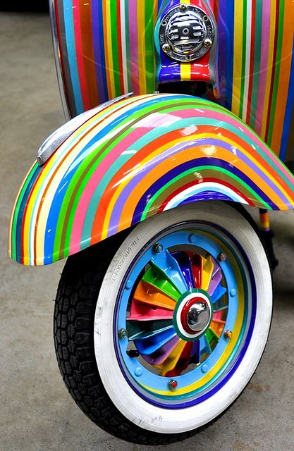 vespa scooter gekleurd